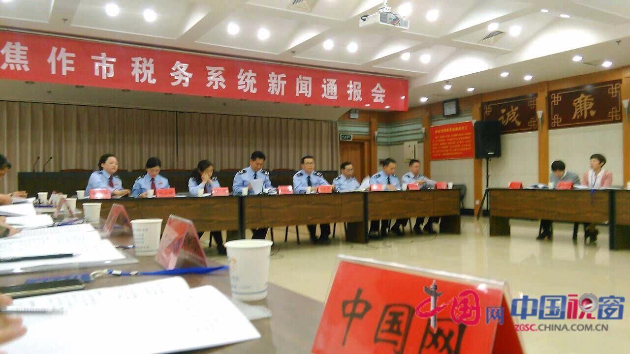 河南重联旗下的河南万里集团荣获全市纳税百强企业