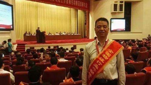 据河南重联了解到,5月20日下午,表彰大会在北京人民大会堂隆重举行